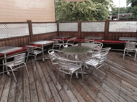 Bucktown Tap: Outdoor seating