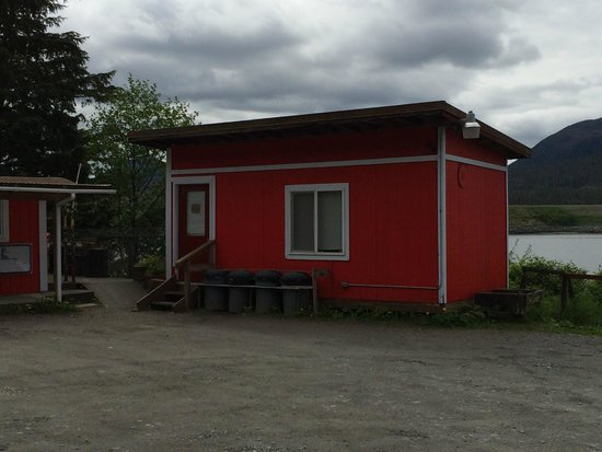 Rose's Caboose : Indoor eating area