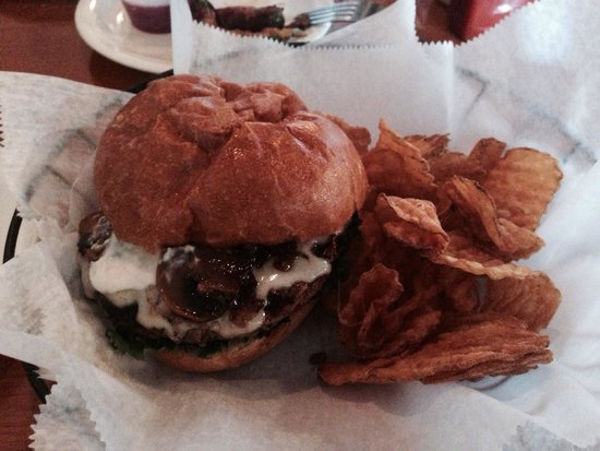 Bucktown Tap: Bourbon Mushroom Burger & home made chips