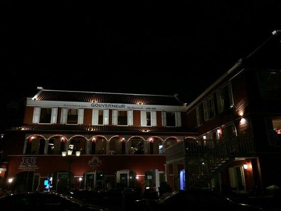 Gouverneur de Rouville: Restaurant at night