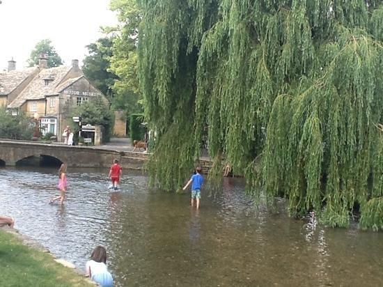 Premium Tours - London Tours: Bourton on the water