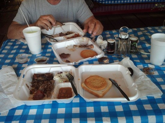 Watson's Bbq : This food is awesome...delicious..mmmm