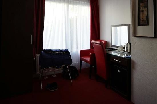 Hotel Allure: desk and window of budget room