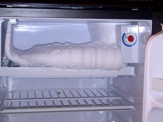Four Points by Sheraton Richmond: Freezer in room 615