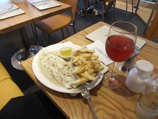 Squires Fish Restaurant: Cod with mushroom white wine sauce and chips