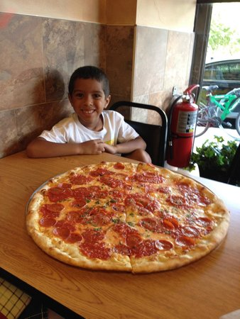 Giuseppe's Pizza at St Grg: Wow! Huge pizza great prize!