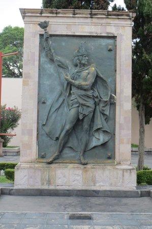 Museo de Aguascalientes : 入って直ぐ左の彫刻