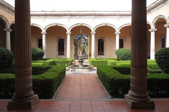 Museo de Aguascalientes : 中庭