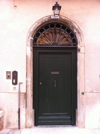 Corte Barozzi Venice Suites: In the courtyard, see the door with 2153 above it. Notice the intercom to the left...