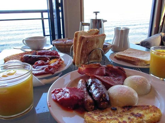 Clearwater Motor Lodge: cooked breakfast with perfect views