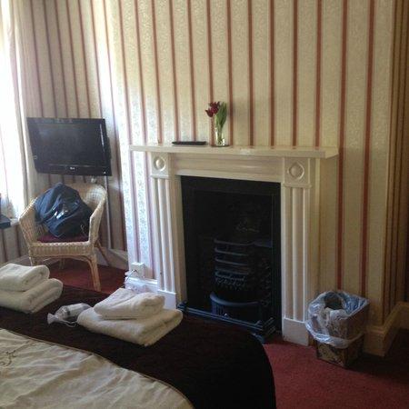 The Riverside: Room