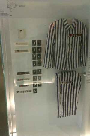 Sachsenhausen Concentration Camp : prisoners uniform