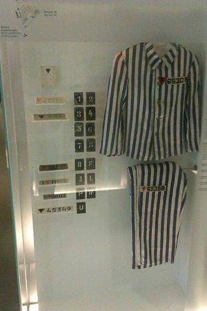 Gedenkstätte und Museum Sachsenhausen: prisoners uniform