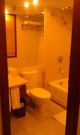 Holiday Inn Downtown Beijing: Bath