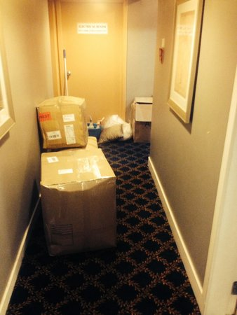Helm's Inn: Boxes in the halway