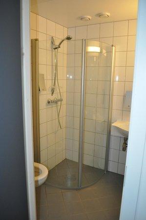 Thon Hotel Polar: Bathroom