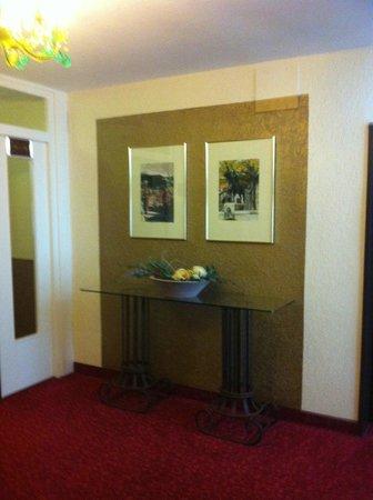 City Hotel Ost am Kö: В коридорах отеля