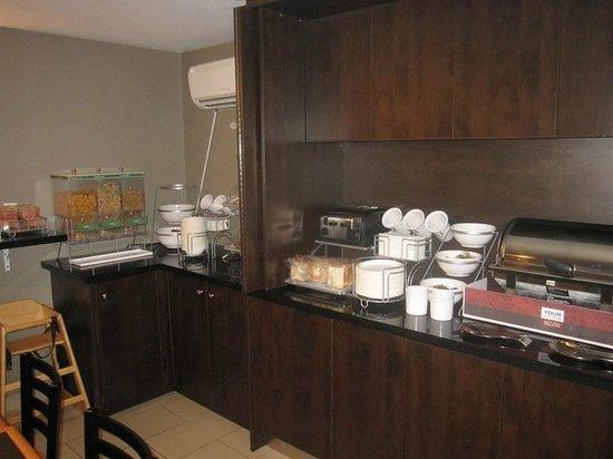 Comfort Inn City Centre: Breakfast area