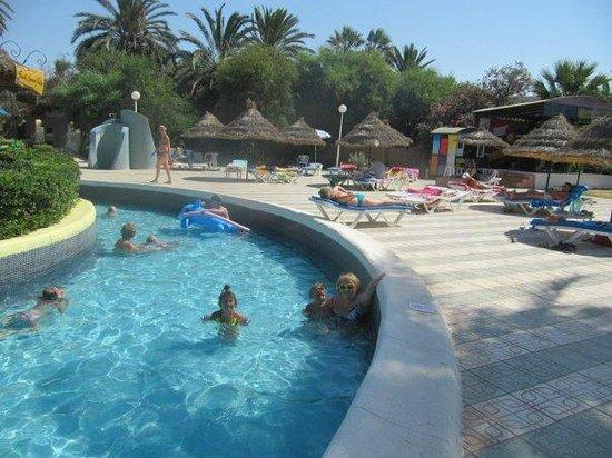 Marhaba Beach Hotel: бассейн