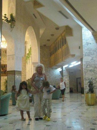 Marhaba Beach Hotel: холл