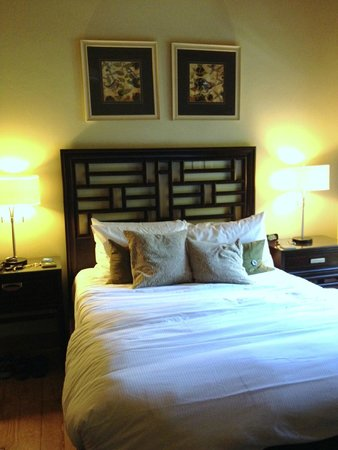 The Grand Idyllwild Lodge: Our beautiful, comfortable bedroom
