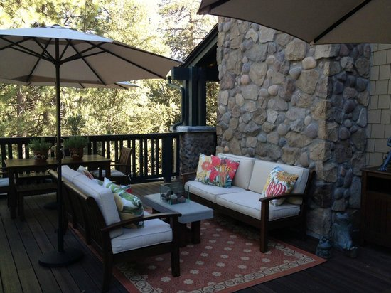 The Grand Idyllwild Lodge: The patio off the main floor.  We sat out there for breakfast and the wine reception