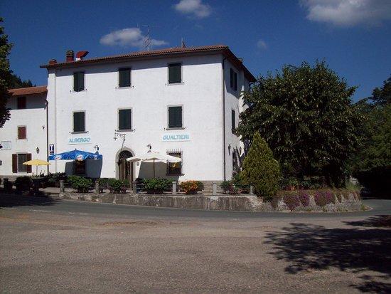 Albergo Ristorante Gualtieri : Vista ingresso e giardino