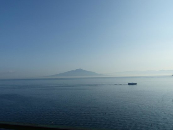 Minerva Hotel: view of Bay of Naples from room