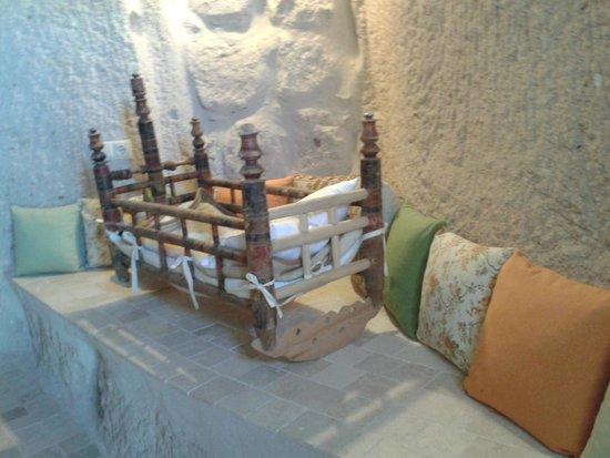Babayan Evi Cave Boutique Hotel: Odadaki beşik(tarihi)