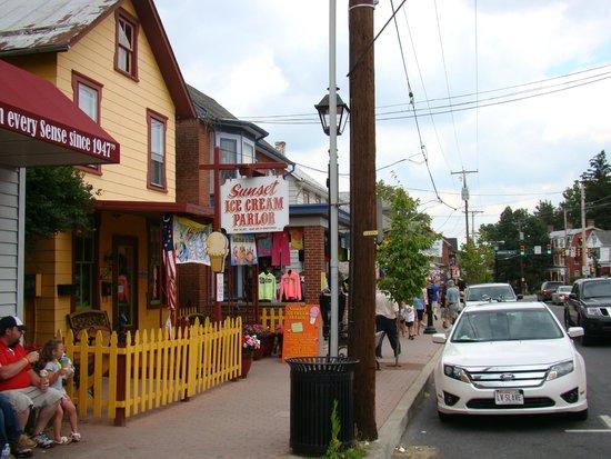 Sunset Ice Cream Parlor: Ice Cream Parlor