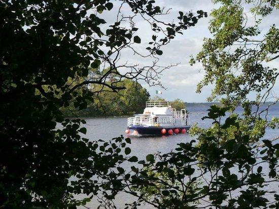 Corrib Cruises: Corrib queen arriving at Inchagoill Island.