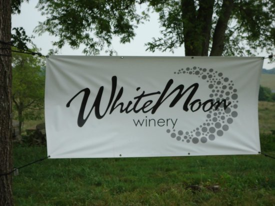 Lebanon, KY: WhiteMoon Winery - 2 miles from Maker's Mark Distillery