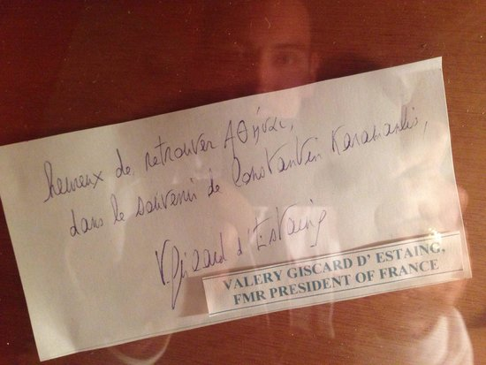Daphne's : Famous people went there let a comment as James Cameron, Hilary Clinton,Giscard D'Estaing (presi