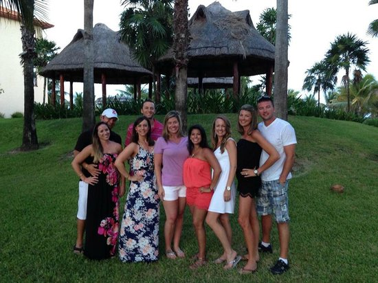 Sandos Playacar Beach Resort: Some of our group, one night after dinner