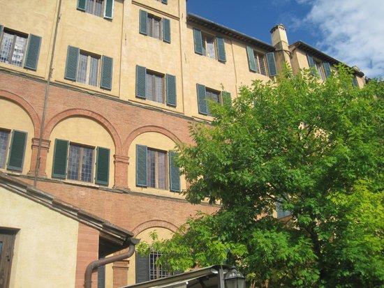 Palazzo Ravizza: Garden side of hotel