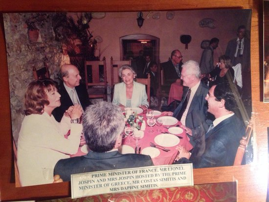 Daphne's: Famous people went there and let a comment as James Cameron, Hilary Clinton,Giscard D'Estaing (p