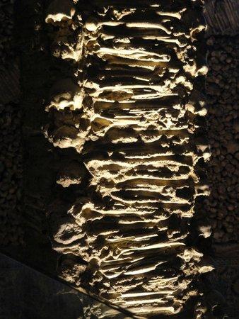 Capela dos Ossos : Detalle del revestimiento interior de la capilla.