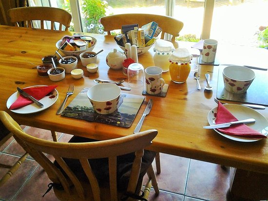 Brynawel Farm: Breakfast table