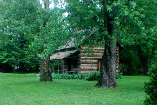 Mountain Gateway Museum : Historic Gateway Museum Cabin