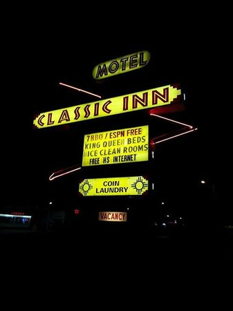 Classic Inn Motel: Cool old hotel sign