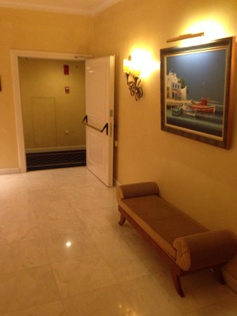 Royal Olympic Hotel: Floor