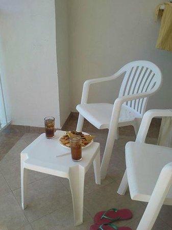 Hotel Riu Emerald Bay: Cubas y nachos snacks.
