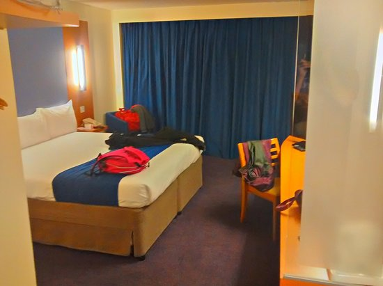 Ramada London North M1: Hotel room