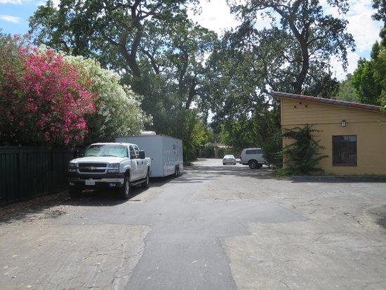 Inn Marin: Parking right across from my room