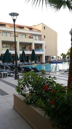 Porto Platanias Beach Resort & Spa : Plaza di porto pool