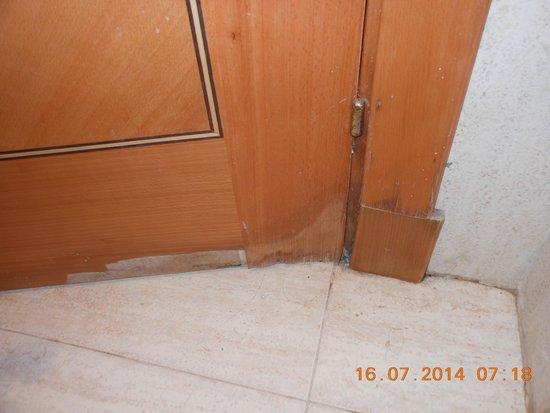 AluaSoul Ibiza: bathroom door