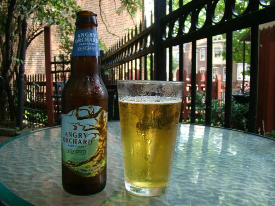 Farnsworth House Inn: Angry Orchard Apple Cider