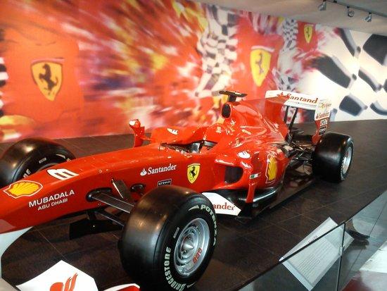 Ferrari World Abu Dhabi: Мир Феррари в Абу -Даби