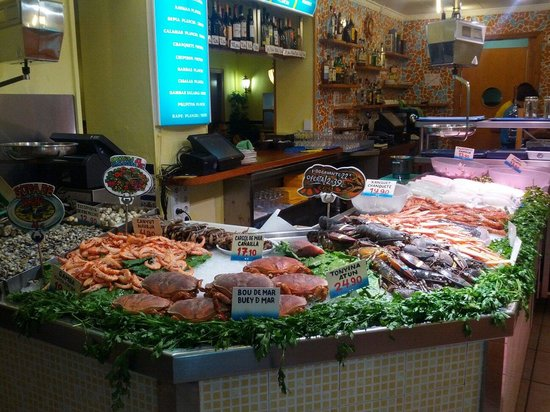 La Paradeta Sants: The fish bench!