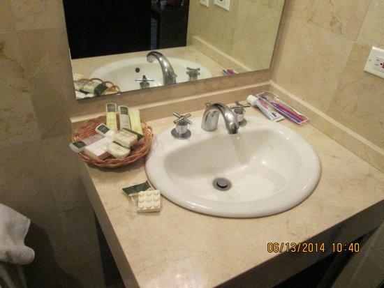 Wyndham Garden Panama Centro Hotel: bathroom
